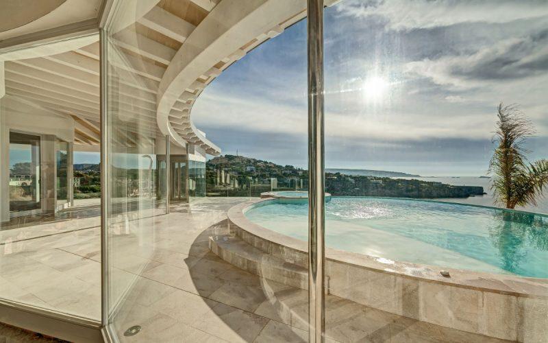 Pool View / Inside